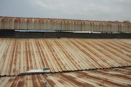 Mái tôn cũ bị rỉ thì cần xử lý thế nào?